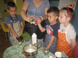 групаЗлатна рибка Правим извара и кисело мляко5