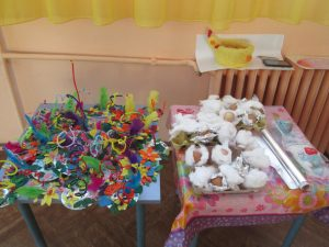 Изработване на великденски полянки и боядисване на яйца